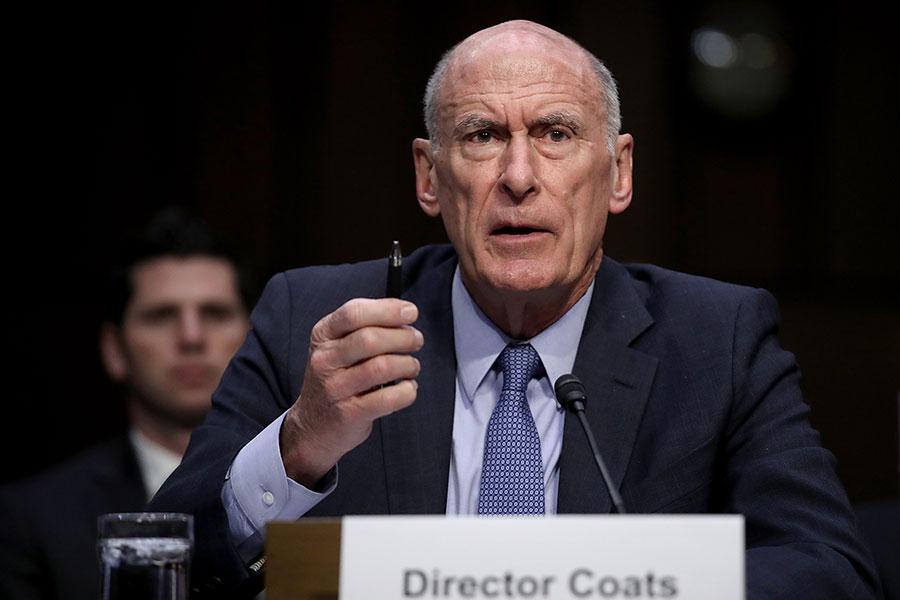 美國國家情報總監科茨(Dan Coats)周五(7月13日)警告,中、俄等國對美國重要基礎設施的毀滅性網絡攻擊的威脅正在增加,在911恐襲發生近二十年後,「警示燈正再次亮紅」。圖為科茨3月6日在參議院軍事委員會舉行的聽證會上作證。(Win McNamee/Getty Images)