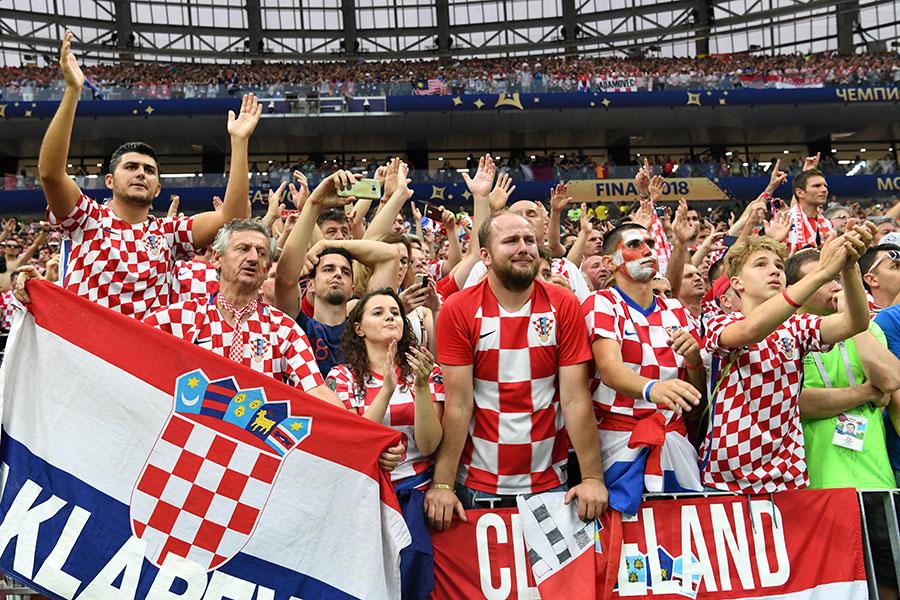 克羅地亞球迷的心仿佛坐完過山車一樣跌宕起伏。(KIRILL KUDRYAVTSEV/AFP/Getty Images)
