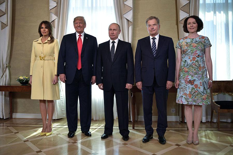 美國總統特朗普和俄羅斯總統普京到達芬蘭首都赫爾辛基舉行會晤。圖為特朗普總統夫婦、普京、芬蘭總統夫婦。(ALEKSEY NIKOLSKYI/AFP/Getty Images)