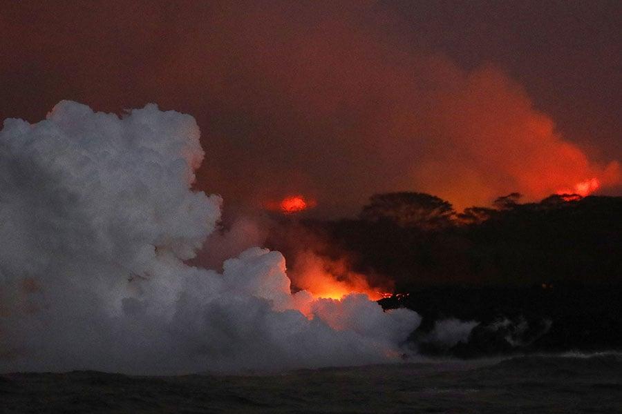 夏威夷基拉韋厄火山於5月初爆發,向大島上的居民區噴發熔岩流。(Mario Tama/Getty Images)