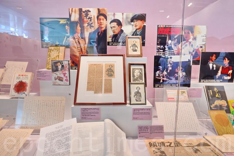 書展覽廳外的「文藝廊」,將展出張愛玲等作家珍藏,包括絕版小說、手稿和紀念品等。(宋碧龍/大紀元)