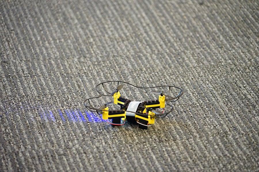 組裝成功的無人機。(曾蓮/大紀元)