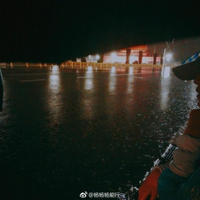 北京連日大暴雨,水漫天安門廣場。(微博圖片)