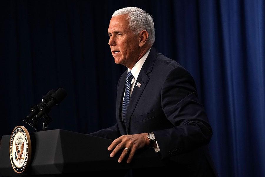 美國副總統彭斯周一(7月16日)表示,如果中國(共)拒絕公平競爭,並繼續報復美國製造商和農民,美國是不會退縮的。(Alex Wong/Getty Images)