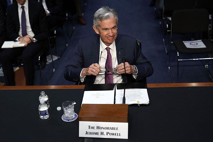 美聯儲主席鮑威爾表示,「很難預測」貿易爭端對美國經濟的潛在影響,但貿易政策帶來的任何下行風險都可能被近期財政刺激措施持續上行的風險抵消。(Alex Wong/Getty Images)