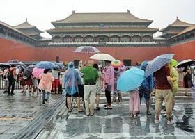 北京暴雨襲城多地變澤國
