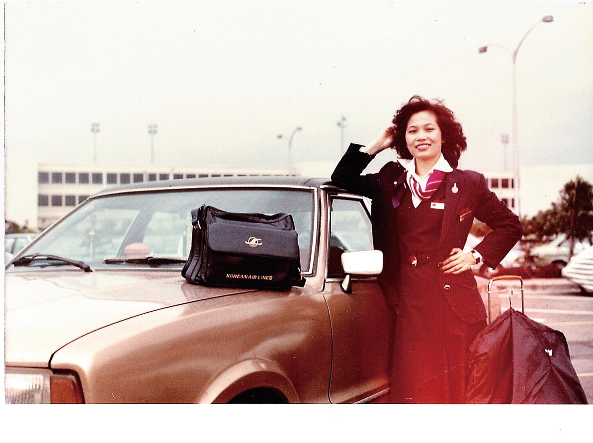 風華正茂的周美麗在五六百名競爭者中脫穎而出,被選為韓國航空公司的空姐。(周美麗提供)