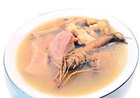 【梁廚美食】鮮花旗參 皇帝螺煲雞湯