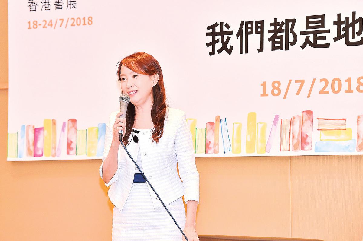 資深藝人陳美齡(Agnes)為新書舉行分享會。(郭威利/大紀元)