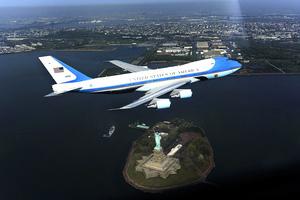 新空軍一號將換裝 特朗普主張用紅白藍三色