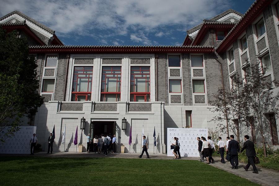 中共當局壓制全社會的批評言論、逼迫人民效忠黨中央。大學是這場運動的主要場所之一。(NICOLAS ASFOURI/AFP/Getty Images)