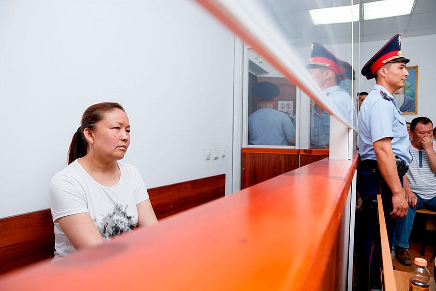 7月13日,Sayragul Sauytbay在哈薩克斯坦法庭上爆料,她此前在新疆「再教育營」工作的「營區」,關押了2,500名哈薩克族人。(RUSLAN PRYANIKOV/AFP/Getty Images)