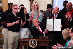 特朗普簽行政令 為學生和工人提供就業培訓