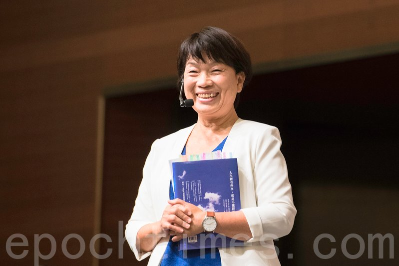 台灣作家龍應台昨日在書展舉辦的講座,吸引近三千名觀眾到場。(郭威利/大紀元)