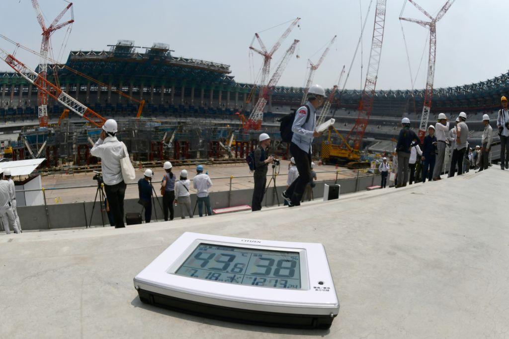 7月18日,日本高溫,溫度計顯示43度。 (KAZUHIRO NOGI/AFP/Getty Images)