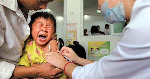中國大陸假疫苗毒食品事件時有所聞。(AFP)