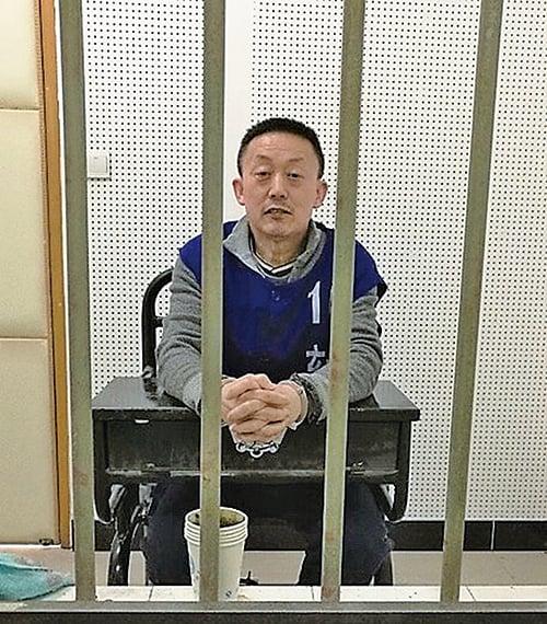 南京法輪功學員馬振宇2017年在看守所隔著鐵欄杆會見律師時的照片。(張玉華博士提供/轉載自希望之聲電台)
