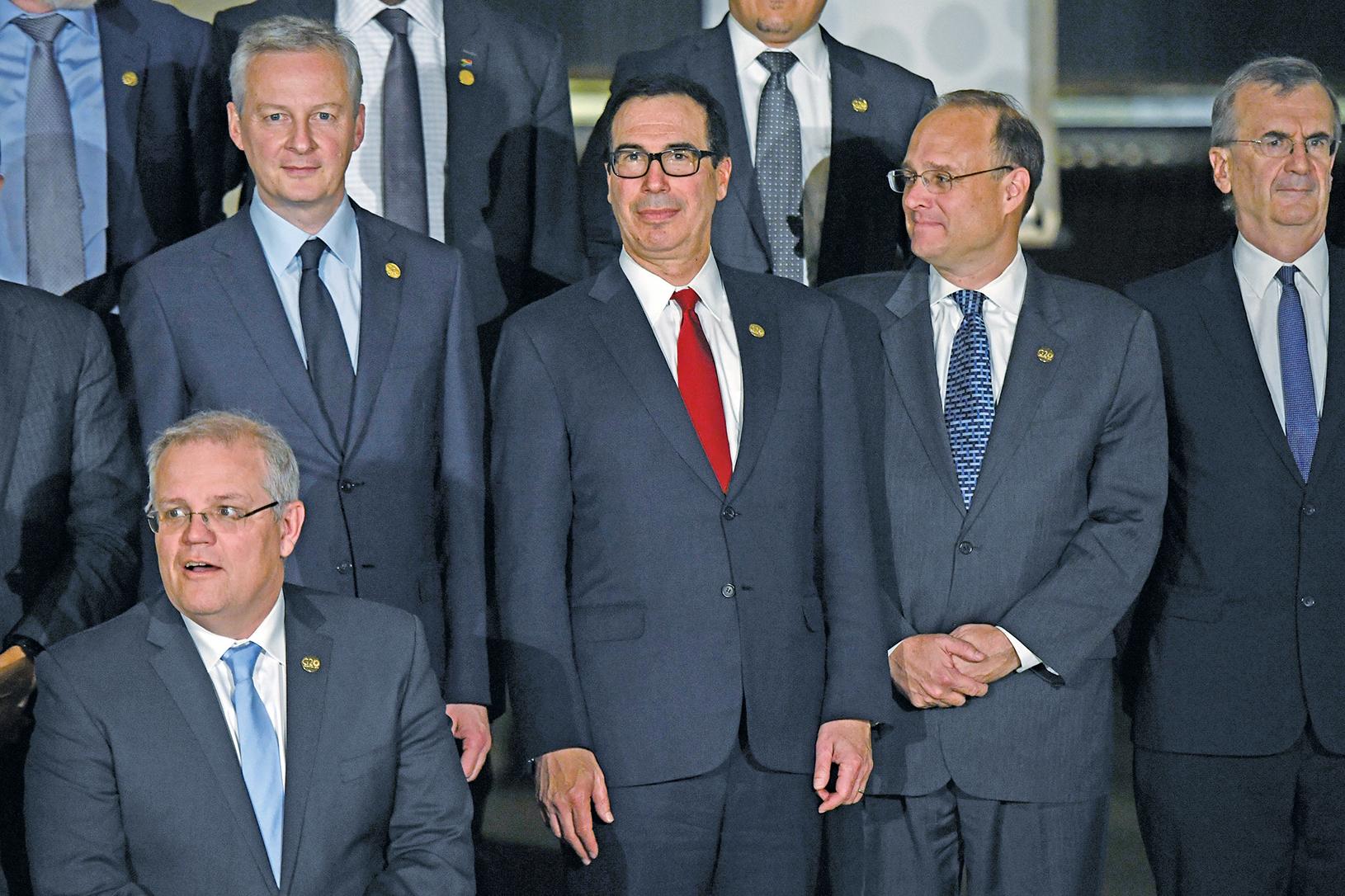 20國集團(G20)會議7月22日結束。美國財政部長姆欽(中)表示,七大工業國(G7)正嚴肅對待他所呼籲的消除關稅、非關稅貿易壁壘以及補貼政策。(AFP)