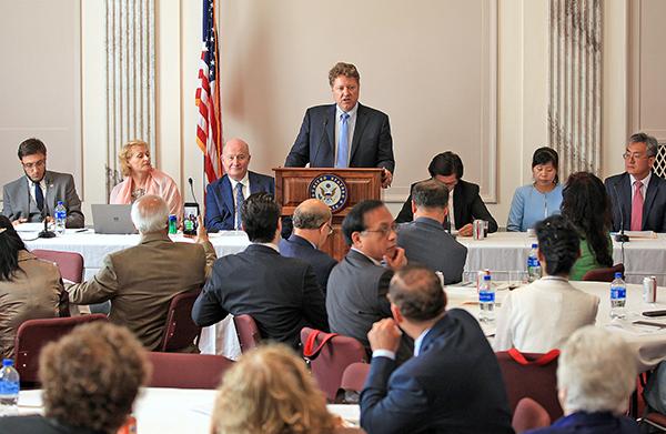 7月23日,在美國聯邦參議院舉行了一場開場邊會(Side Meeting),聚焦發生在中國的宗教迫害。這是美國國務院部長級宗教自由會議的系列活動之一。(方明/大紀元)