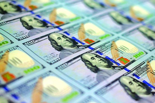 特朗普總是選擇在美元指數波段高低價位時出手,周五再度抨擊美元太強後,美元指數自一年高峰回落,下挫0.72%至94.48,創7月來最大單日跌幅。(Getty Images)