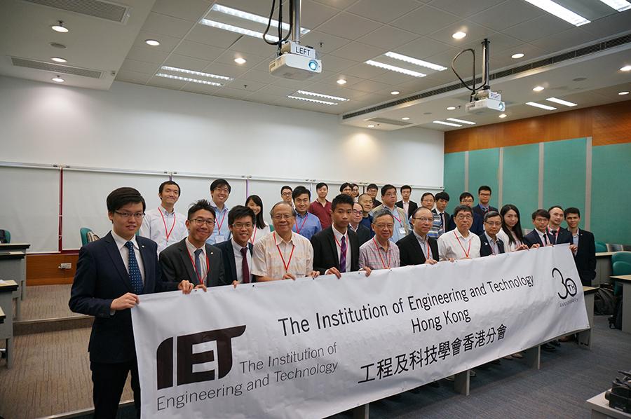 全球科技演講比賽(香港站)(Present Around The World 2018(HK Round))參加者與嘉賓合影。(工程及科技學會提供)