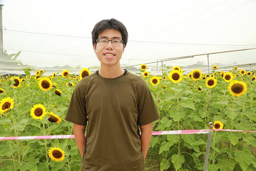 26歲的家樂,在大專畢業後毅然投身農業,期望為港人提供健康有機的食物。(陳仲明/大紀元)