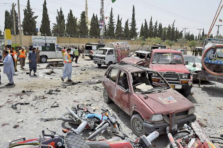 2018年7月25日,巴基斯坦舉行大選,俾路支省首府奎達一處投票所,遭自殺炸彈襲擊,引發爆炸。(AFP)