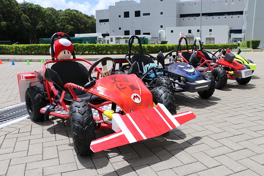 中學生自組電動車,十分威風。(陳仲明/大紀元)