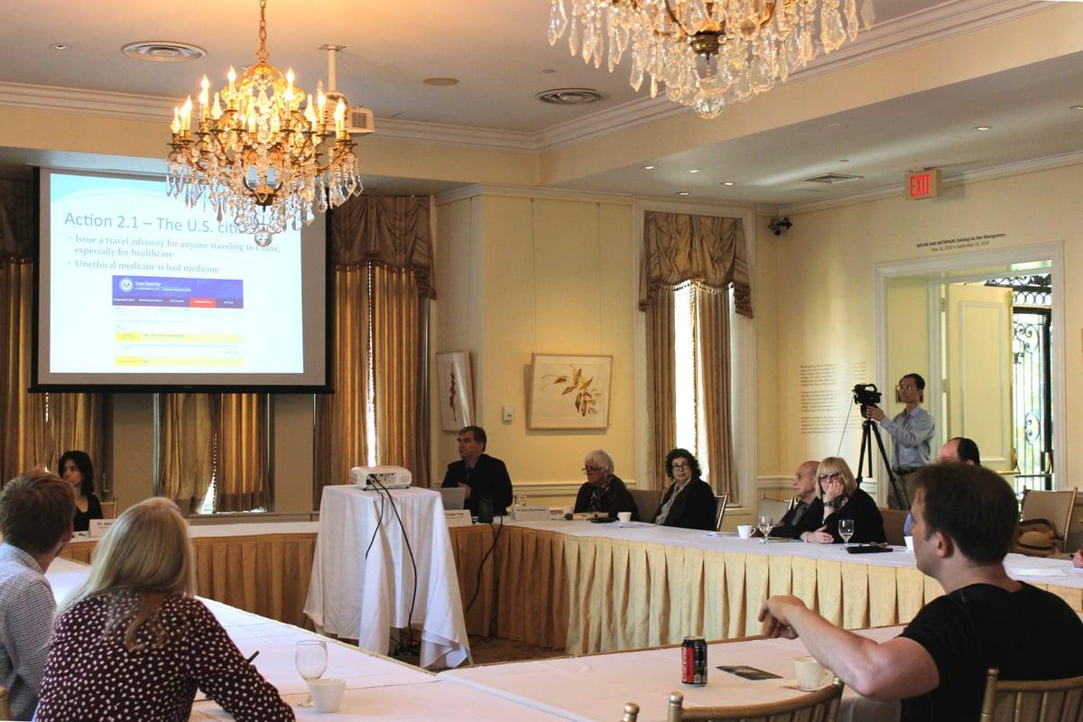 7月26日,「醫生反對強制摘取器官」組織(Doctors Against Forced Organ Harvesting,DAFOH)位於在華盛頓DC使館區的宇宙俱樂部(Cosmos Club)舉辦研討會。(林樂予/大紀元)