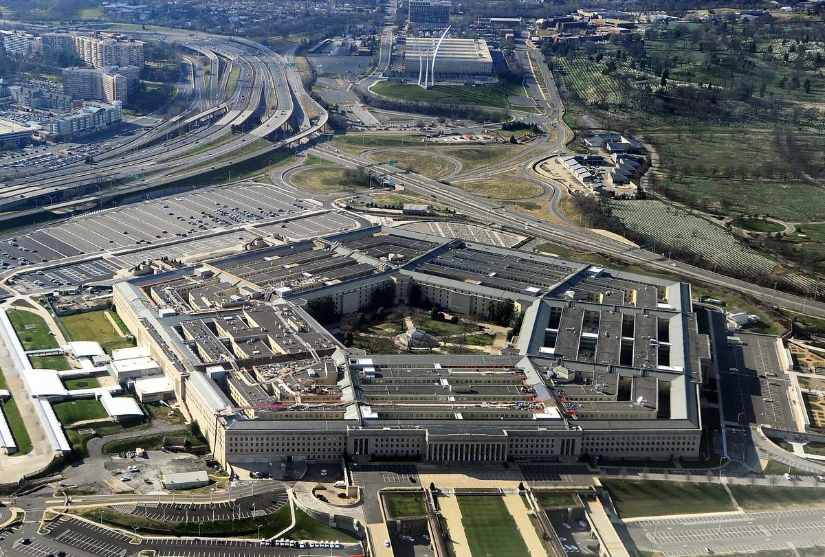 美國國防部高級官員周五(7月27日)表示,五角大樓(圖)正在開發一個「不買」清單軟件,以阻止使用俄羅斯和中國軟件代碼的供應商。(STAFF/AFP/Getty Images)