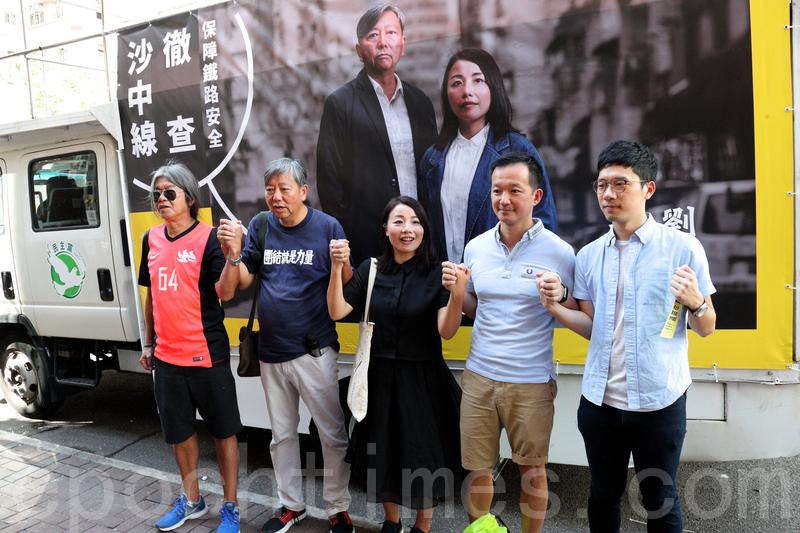 多個民主派政黨昨日在九龍西擺設街站,收集市民簽名要求立法會10月復會時,以《特權法》徹查港鐵沙中綫醜聞。(李逸/大紀元)
