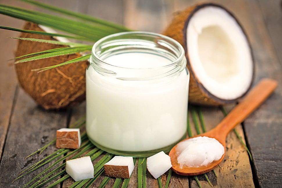 椰子油是從椰肉裏提煉出來的脂肪精華。
