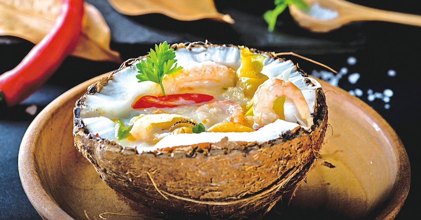 在東南亞國家,用椰子入菜十分常見。