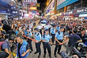 旺角行人專用區最後一夜 數千人逼爆「打卡」 表演者歌舞謝知音