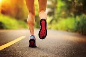 研究揭示穿跑鞋改變腳部肌肉