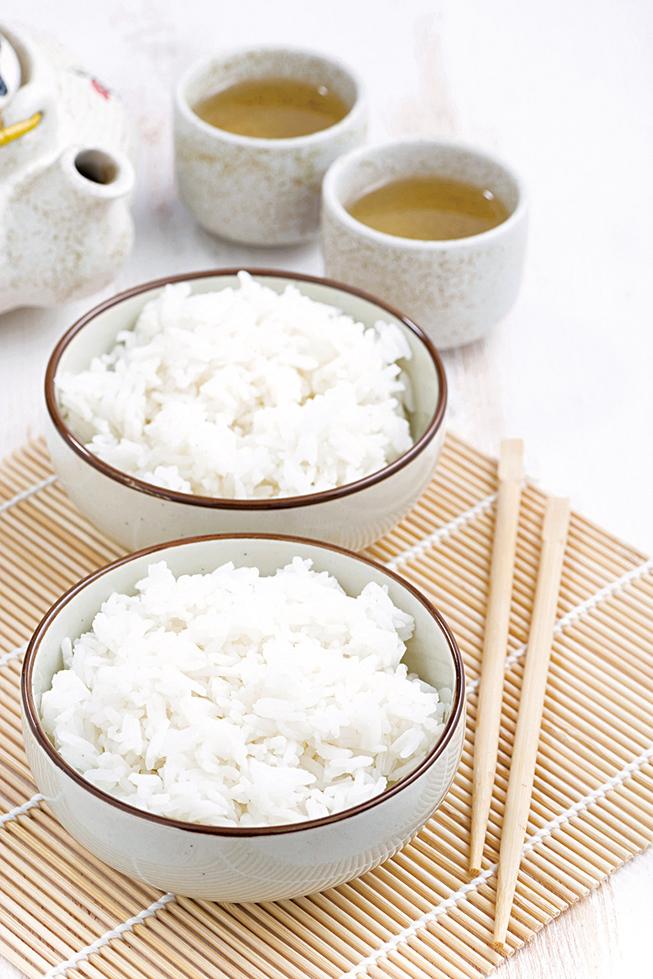 飯是東方人的主食,搭配著味噌湯簡單美味。
