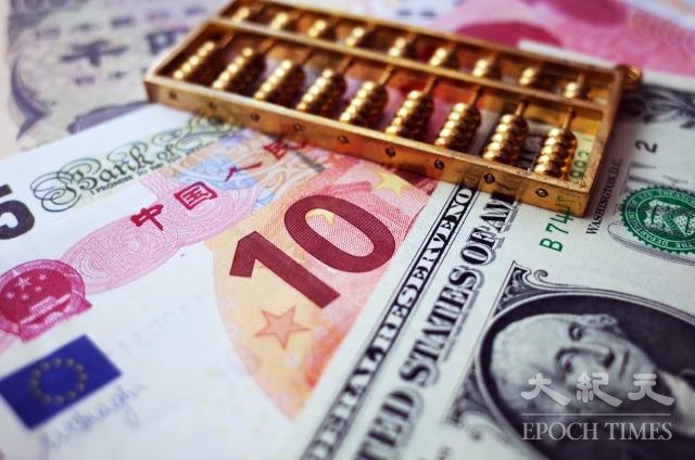 中美貿易戰開打後,人民幣兌美元匯率就開始持續走低。外界分析,一方面中共故意令貨幣貶值,另一面中共也沒有實力阻止人民幣跌勢。(大紀元資料室)
