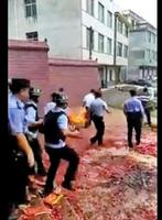 中共江西搞火葬運動 毀墳焚屍搶棺材