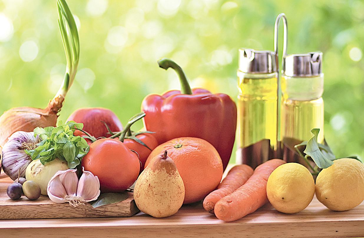 地中海飲食法中包含豐富的蔬菜、水果、全穀類、各種豆類,以及橄欖油。