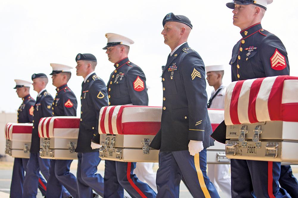圖為55具美軍遺體於8月1日抵達夏威夷的珍珠港-希卡姆聯合基地。(Getty Images)