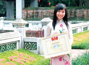 黎翠靈於2011年畢業於河內外貿大學時留影。(黎翠靈提供)