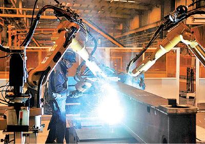 美中貿易緊張局勢下,海外生產商開始改變他們的供應鏈,向低成本的東南亞加速遷移。(Getty Images)