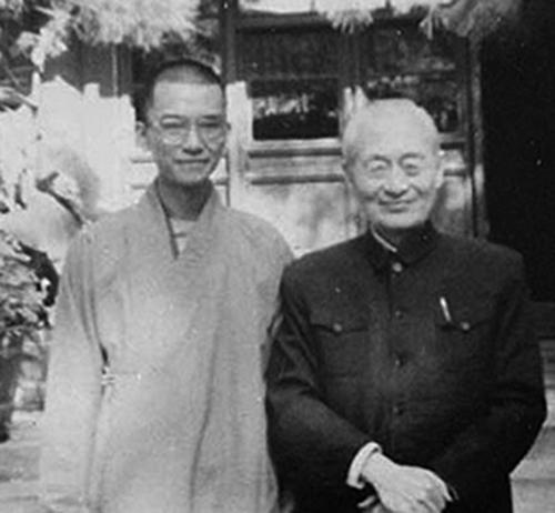 釋學誠(左)年輕時就得到中共政治和尚趙樸初(右)的一手提拔並快速竄升。圖為二人早年合影。(網絡圖片)