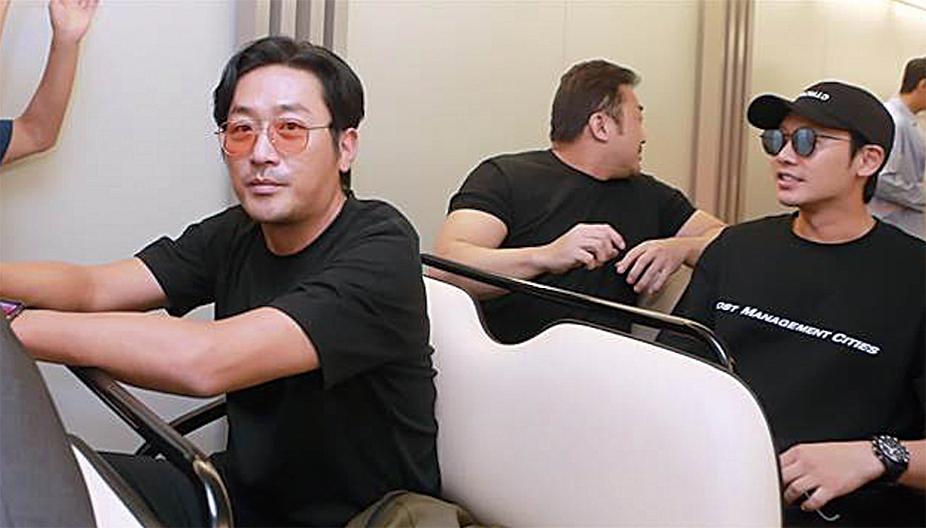 《與神同行:最終審判》男主角之一的河正宇,同導演率領主要演員,到台灣舉辦盛大的見面會。(網絡圖片)