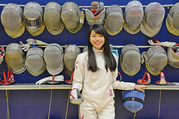來自瑪利諾修院學校的劍擊運動員張曉晴,曾代表香港奪得亞洲青年錦標賽女子少年組重劍金牌,本次以31分的佳績入讀牙醫學院。(香港大學提供)