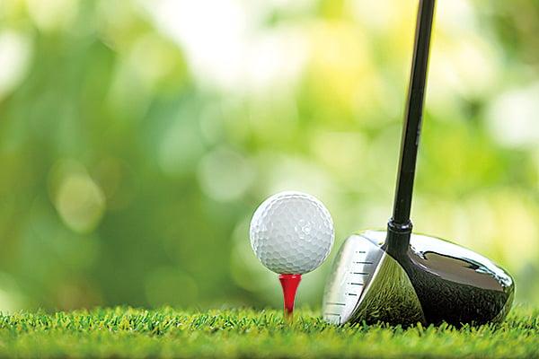 猶太孩子Matthew,12歲時做高爾夫球場球童,撿拾水塘裏的高爾夫球,洗淨後重新包裝拿去賣賺錢。(fotolia)