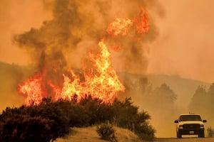 火災肆虐面積擴大 成加州史上最大野火