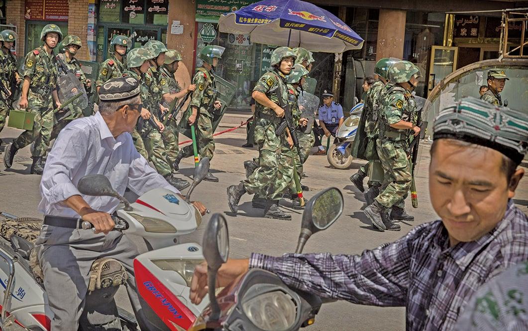 中共在新疆地區實施全方位的高壓統治,對民眾肆意抓捕、無限期監禁、洗腦和酷刑。(Getty Images)