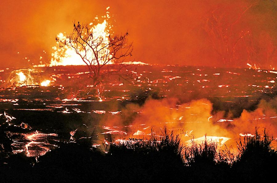 「火山彈」擊穿觀光船 20歲女子不幸身受重傷