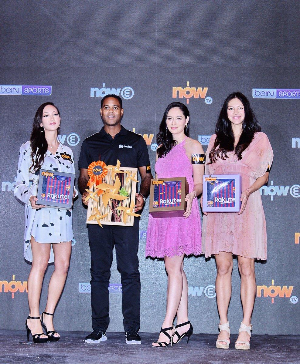 昨日(8日)名模Jessica C.(左一)、球星古華特(左二)、Ana R.(左三)同Rosemary(右一)在尖沙咀出席活動合影。(宋碧龍/大紀元)